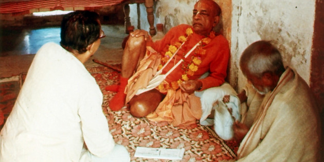 SP-041 Prabhupada Sitting in Indan Room With Godbrother